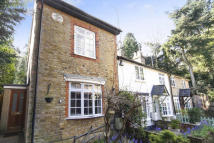2 bed End of Terrace home to rent in Brooklands Lane...