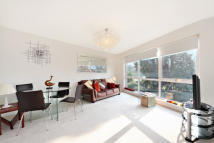 2 bedroom Apartment in Parkside Court...