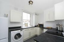 Maisonette to rent in Battersea Park Road, SW11