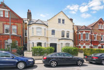 Flat to rent in Lavender Gardens, SW11