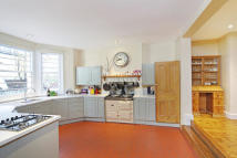 4 bedroom house in Chesilton Road, Fulham...