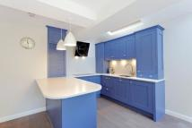Flat to rent in Hurlingham Road, Fulham...