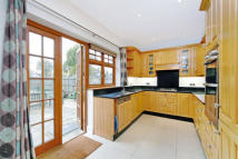 6 bed Detached home in Cambridge Avenue...