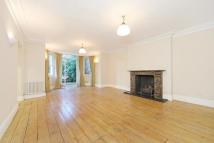 3 bedroom Flat to rent in Belsize Park Gardens, NW3