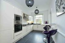 Flat to rent in Belsize Square, London...