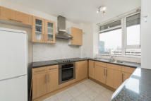 3 bed Apartment in Redington House, N1