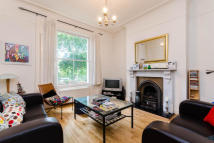 Flat to rent in Morton Road, London, N1