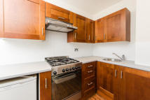 Flat to rent in Essex Road, N1