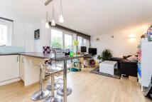 2 bed Apartment to rent in Embassy Lodge, N16