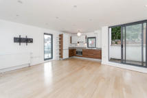 2 bedroom Maisonette in Mildmay Grove North, N1