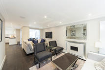 3 bed house to rent in Peony Court, Chelsea...