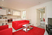 1 bedroom Flat in College Place...