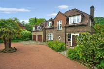 6 bedroom Detached home in London Road North...