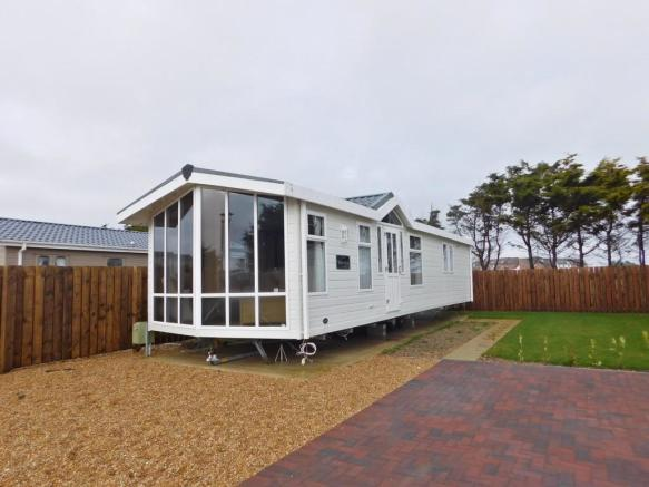 2 bedroom mobile home for sale in southsea leisure park melville road southsea po4