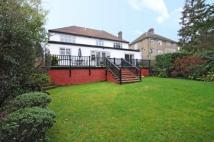 4 bed Detached house in Abbots Road...