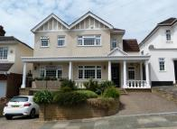 4 bedroom Detached house in OAK AVENUE, ENFIELD, EN2