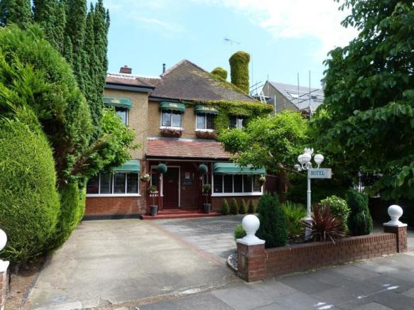 13 Bedroom Detached House For Sale In VILLAGE ROAD BUSH HILL PARK