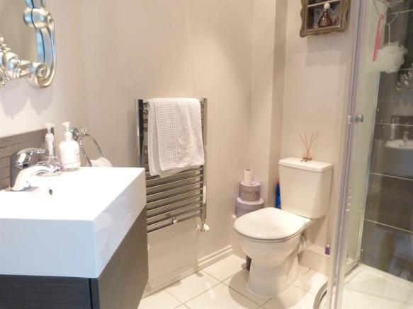 EN-SUITE SHOWER UNIT
