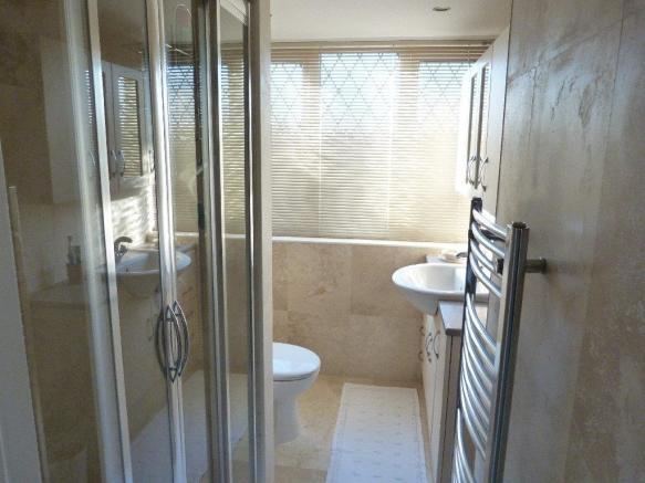 ENSUITE SHOWER ROOM/