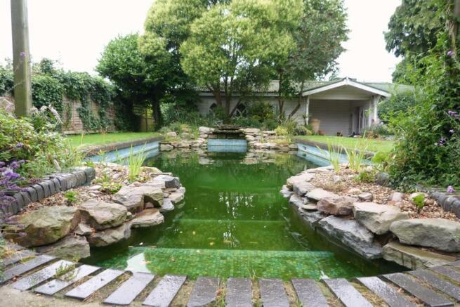 NATURAL BATHING POOL