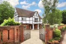 6 bedroom house in Riversdale, Bourne End