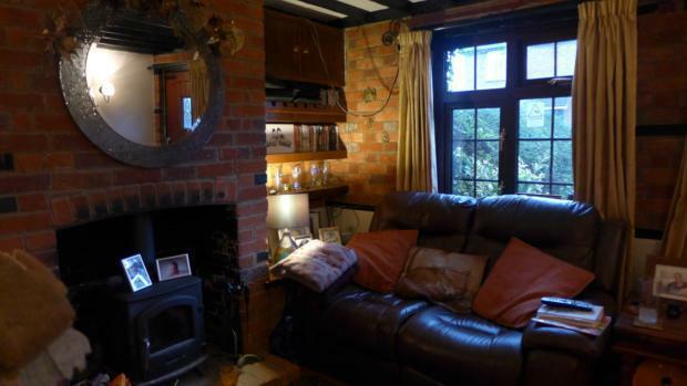 34 Plomer Green Lane Sitting Room 002