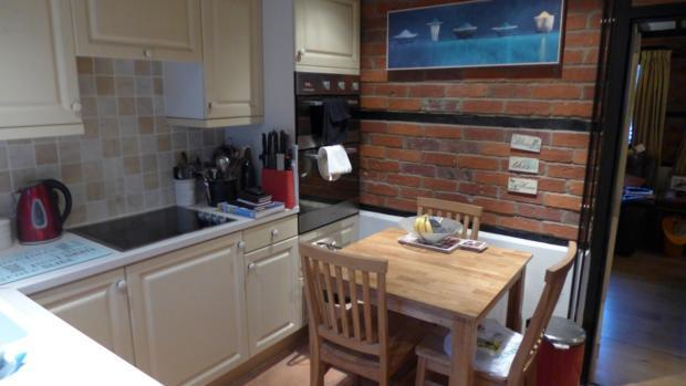 34 Plomer Green Lane Kitchen 006