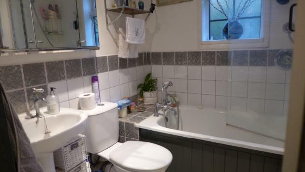34 Plomer Green Lane Bathroom 009