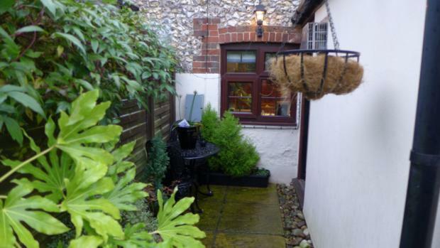 34 Plomer Green Lane Garden 023