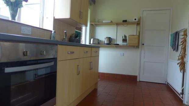 Hobart Cottages 6 Kitchen 001