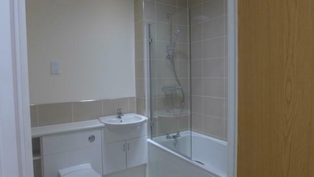 Beechwood Court 4 Bathroom 036