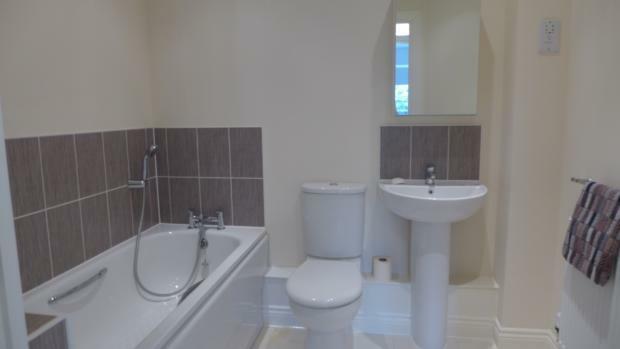 Scarlett Avenue 41 Bathroom 013