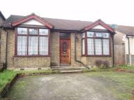 3 bedroom Detached Bungalow in Gidea Park