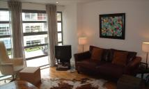 Flat to rent in Millennium Drive, London...