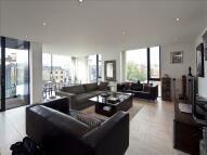 3 bedroom Flat in Gloucester Crescent...