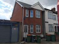 Flat to rent in Little Ilford Lane...