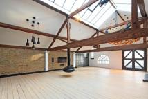 Metropolitan Wharf Building Character Property to rent