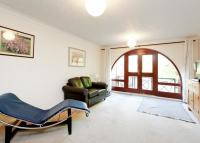 3 bedroom End of Terrace house to rent in Torrington Place...
