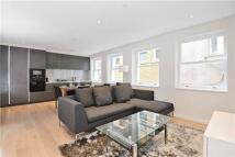 2 bedroom home in Lovat Lane, London...