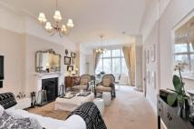 3 bedroom Flat to rent in Frognal Lane, Hampstead...