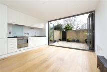 2 bed Flat to rent in Calabria Road, Highbury...