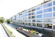 Canal Building Flat to rent