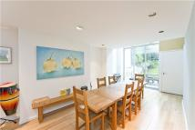 4 bed Terraced home in Compton Road, Canonbury...