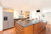 5 bed Terraced property in Scarsdale Villas...