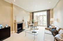 Flat to rent in Eaton Square, London...