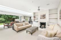5 bedroom Detached property in York Avenue, London, SW14