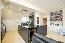 3 bedroom Flat in The Grange, Wimbledon...