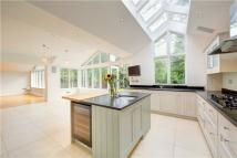 5 bed Detached property to rent in Coombe Rise...