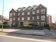 2 bed Flat in Golden Court, Isleworth
