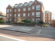 Flat in Golden Court, Isleworth